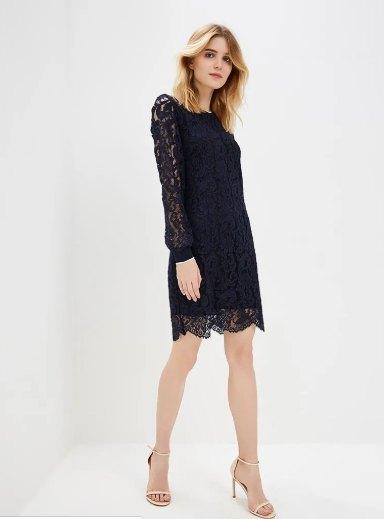 Платье - модель приталенного кроя