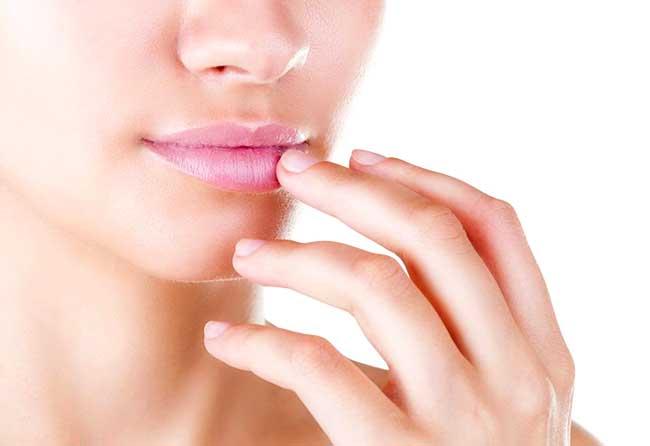 Простуда герпес на губах