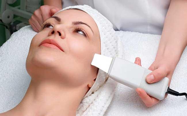 Как подтянуть обвисшие щеки у косметолога