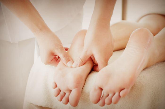 Точечный массаж при боли в ступнях ног