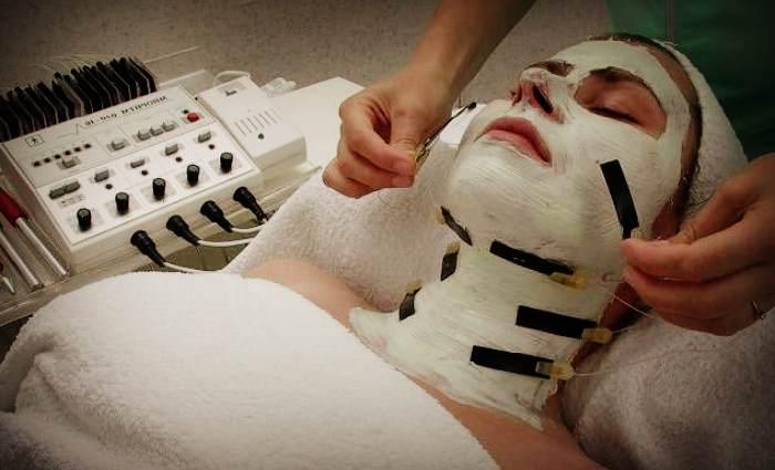 Аппаратная миостимуляция лица в салоне