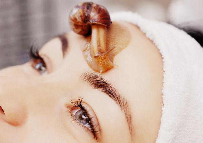 Разглаживания морщин и массаж лица с помощью улиток