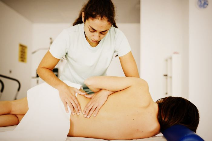 Мануальная терапия при поясничных болях