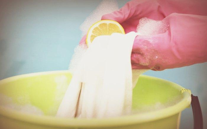 Вывести чернила содежды с помощью лимона