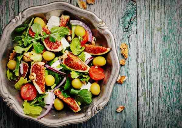 Диетический салат с инжиром