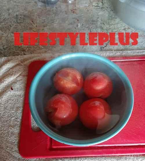 Заливаем кипятком помидоры