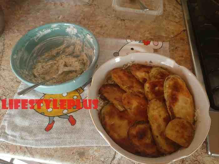 Слои кабачков с соусом