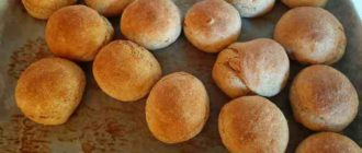 Готовые из духовки ржаные булочки