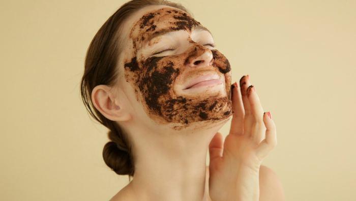 Как правильно наносить кофейный скраб для проблемной кожи лица